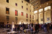 Thumbnail image of crowds watch an evening concert in the Plaça del Rei, Barcelona, Catalonia, Spain